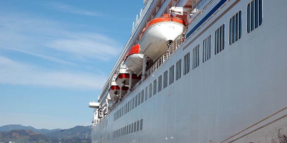清水港に寄港する大型客船