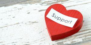 ハートに書かれた「Support」の文字