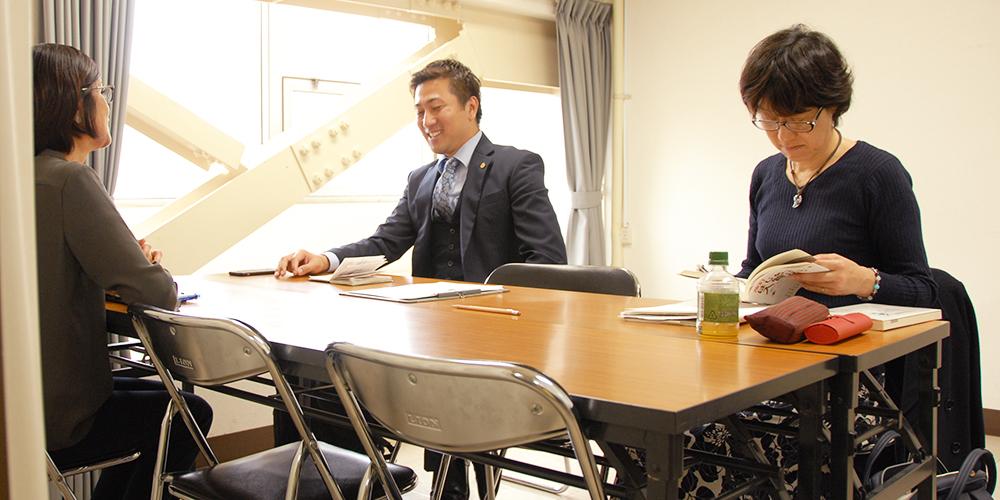 静岡わいわいワールドフェアの無料相談会の様子