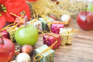 ポインセチアとクリスマスプレゼント